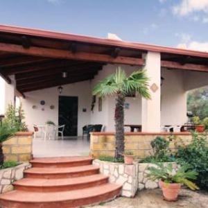 Book Now Holiday Home Menfi *Ix * (Porto Palo, Italy). Rooms Available for all budgets. Holiday home Menfi *IX * is a holiday home located in Porto Palo in the Sicily Region and is 15 km from Sciacca. The unit is 50 km from Castellammare del Golfo. Free private p