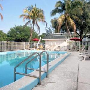 Hotels near OMNI Auditorium - Travelodge by Wyndham Pompano Beach