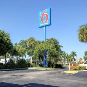 Motel 6-Lantana FL