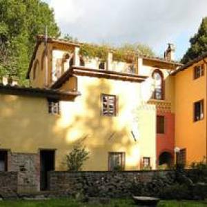 Book Now Apartment In Pescaglia Ii (Pescaglia, Italy). Rooms Available for all budgets. Set in Pescaglia this apartment is 24 km from Pisa. The unit is 11 km from Lucca. Free WiFi is available throughout the property.The kitchen has an oven and there is a private