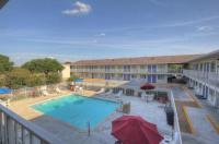 Motel 6 San Antonio - Fiesta Image