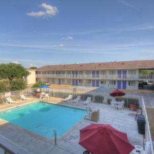 Six Flags Fiesta Texas Hotels - Motel 6 San Antonio TX - Fiesta