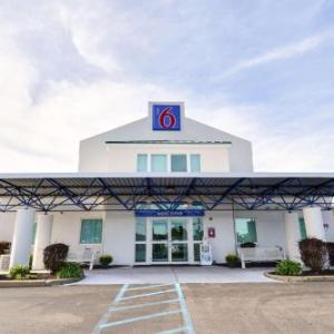 Cawley Memorial Stadium Hotels - Motel 6 Tewksbury