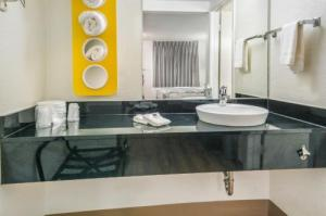 Motel 6 Dallas - Irving