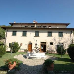 Book Now Apartment in Dicomano I (Dicomano, Italy). Rooms Available for all budgets. Located in Dicomano this apartment features a seasonal outdoor pool. The unit is 26 km from Florence. Free WiFi is offered throughout the property.The unit is equipped with a