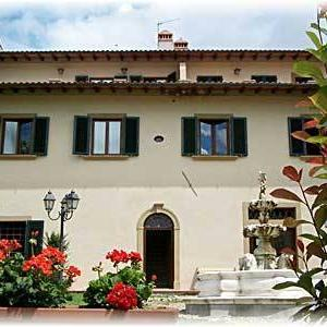 Book Now Apartment in Dicomano IV (Dicomano, Italy). Rooms Available for all budgets. Set in Dicomano Apartment in Dicomano IV is an apartment featuring a seasonal outdoor pool. Guests benefit from terrace. Free WiFi is available throughout the property.The kit