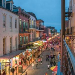 UNO Lakefront Arena Hotels - Astor Crowne Plaza New Orleans French Quarter