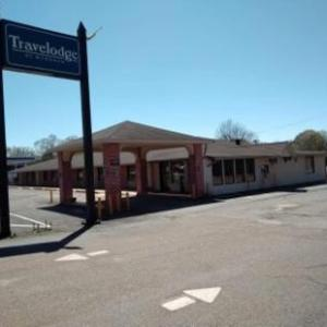 Hotels near Oman Arena - Travelodge by Wyndham Jackson North