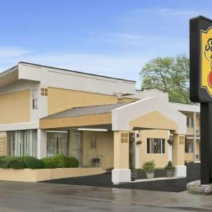 Hotels near Belle Clair Fairgrounds - Super 8 Belleville