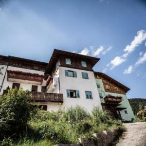 Book Now Casa Streberi (Castelfondo, Italy). Rooms Available for all budgets. Casa Streberi offers free WiFi a communal garden and rustic apartments with a fully equipped kitchenette and a washing machine. The property is is located in Castelfondo.Each