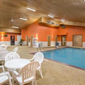 Hotels near Swiftel Center - Super 8 - Brookings