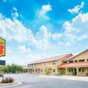 Hotels near Seven Peaks Music Festival - Super 8 by Wyndham Buena Vista