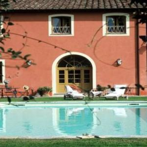 Book Now Villa in Vorno II (Vorno, Italy). Rooms Available for all budgets. Villa in Vorno II is a villa with a garden situated in Vorno. Guests benefit from terrace. Free WiFi is available throughout the property.The kitchen has a dishwasher and ther