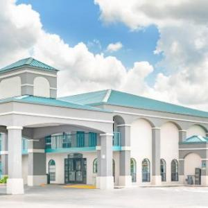 Hotels near Tennessee Miller Coliseum - Super 8 Murfreesboro