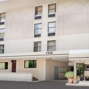 Gentile Arena Hotels - Super 8 Chicago Il