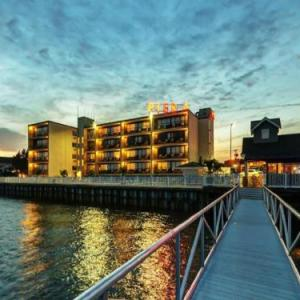 Book Now Pier 4 Hotel (Somers Point, United States). Rooms Available for all budgets. Featuring rooms overlooking Great Egg Harbor Bay Pier 4 Hotel is located in Somers Point New Jersey. Guests can swim in the on-site outdoor pool or enjoy the free WiFi access.