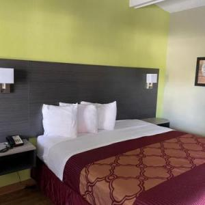 Columbus Civic Center Hotels - Econo Lodge Inn & Suites Columbus