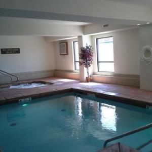 Donald W Reynolds Center Hotels - Ramada by Wyndham Tulsa