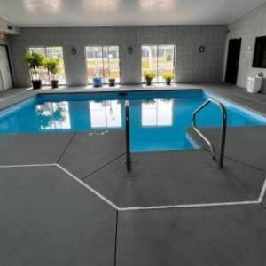 Sky Lodge Inn & Suites - Delavan