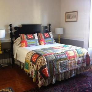Arts at the Armory Hotels - The Mary Prentiss Inn - Bed And Breakfast