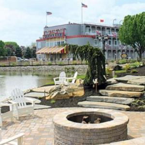 Buck Motorsports Park Hotels - Fulton Steamboat Inn