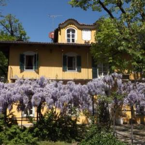 Book Now Villa Mirano Bed & Breakfast (Piossasco, Italy). Rooms Available for all budgets. Set in Piossasco 20 km from Turin Villa Mirano Bed & Breakfast boasts a seasonal outdoor pool and ski storage space. Free private parking is available on site.Some rooms f
