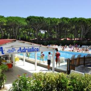 Book Now Albatross Mobile Homes on Camping Villaggio Adriatico (Cortellazzo, Italy). Rooms Available for all budgets. Featuring a seasonal outdoor pool Albatross Camping - Villaggio Adriatico is set 300 metres from the closest beach in Cortellazzo 5 km from the centre of Lido di Jesolo and a