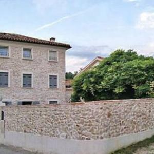Book Now Country House Borgo Faveri (Mussolente, Italy). Rooms Available for all budgets. Featuring free WiFi Country House Borgo Faveri offers pet-friendly accommodation in Mussolente . Padova is 42 km from the property. Free private parking is available on site.A