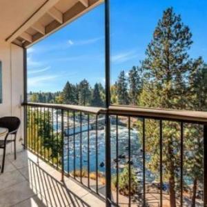 Bend Riverside Inn & Suites