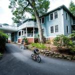 Highland Lake Inn & Resort -Flat Rock