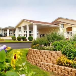 Whispering Hills Inn