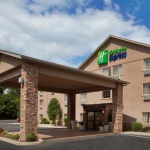 Hotels near Linden Hall Dawson - Holiday Inn Express Mount Pleasant- Scottdale