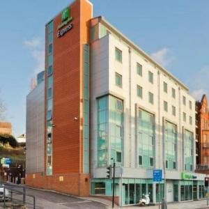 VUE Cinema Finchley Road Hotels - Holiday Inn Express London-Swiss Cottage