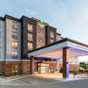 Hotels near Gellert Community Centre - Holiday Inn Express Milton