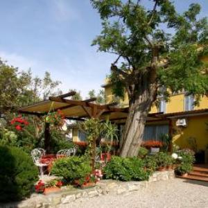 Book Now Hotel Ginevra (Cavo, Italy). Rooms Available for all budgets. Offering a restaurant and free private parking Hotel Ginevra is located in Cavo 350 metres from the beach. Free WiFi is available throughout.Each room here features air condit