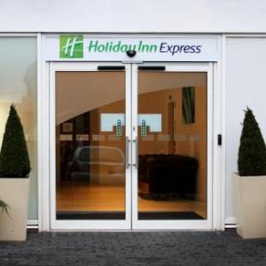 Hotels near Snozone Castleford - Holiday Inn Express Wakefield