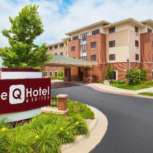 Hotels near Gillioz Theatre - Holiday Inn Express Hotel & Suites Springfield