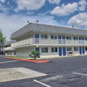 Hotels near Pickering Barn - Motel 6-Issaquah WA - Seattle - East