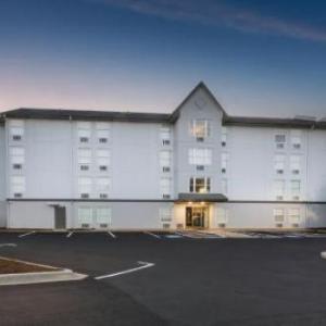 Rodeway Inn & Suites near Outlet Mall -Asheville