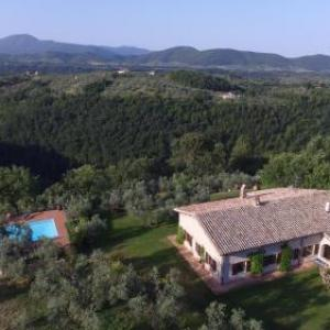 Book Now Casa di Giulia (Monteleone Sabino, Italy). Rooms Available for all budgets. Featuring free WiFi Casa di Giulia is a villa located in Monteleone Sabino. The property features views of the garden and is 49 km from Rome. Free private parking is available