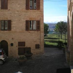 Book Now Il Borgo Vecchio (Monte Rinaldo, Italy). Rooms Available for all budgets. Il Borgo Vecchio is a semi-detached holiday home is located in Monte Rinaldo and is 26 km from San Benedetto del Tronto. The property is 19 km from Ascoli Piceno and features