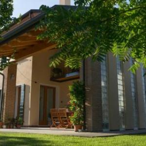 Book Now Antico Alveo B&B (Camponogara, Italy). Rooms Available for all budgets. Antico Alveo B&B is located in the peaceful Calcroci 200 metres from the train station offering links to Venice. Free WiFi is available in public areasAll rooms features s