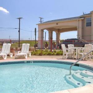 Super 8 by Wyndham Forney/East Dallas