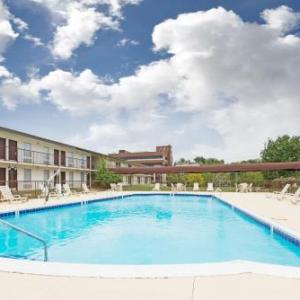 Hotels near Louisville Water Tower Park - Ramada By Wyndham Louisville North