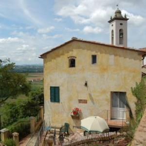 Book Now Alica La Canonica (Vicopisano, Italy). Rooms Available for all budgets. Offering access to a shared outdoor pool Alica La Canonica is located in Vicopisano. WiFi access is available in this holiday home.The accommodation will provide you with a TV