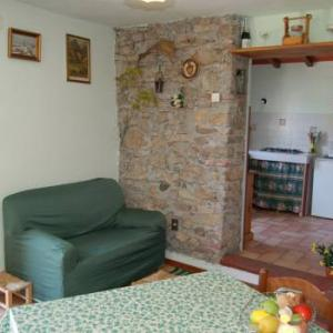 Book Now Chicco (Quiesa, Italy). Rooms Available for all budgets. Chicco is located in Chiatri. The accommodation will provide you with a TV and satellite channels. There is a full a kitchenette with a refrigerator and kitchenware. Featuring