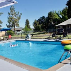 Hotels near Bend Senior High School - Cascade Lodge