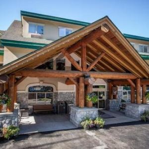 Hotels near Revelstoke Performing Arts Centre - The Hillcrest Hotel A Coast Resort