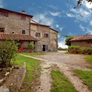 Book Now Belvedere Acacie (Castelfranco di Sopra, Italy). Rooms Available for all budgets. If you are looking for a place to relax and get back in touch with nature. to walk or to cycle. to visit little villages and medieval castles of the Chianti region. then this