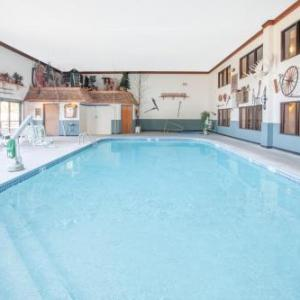 Hotels near Clare County Fairgrounds - Super 8 By Wyndham Houghton Lake